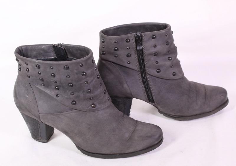 9D Tamaris Damen Stiefeletten Nubuk Leder grau Gr. 40 Nieten Biker Booties | eBay